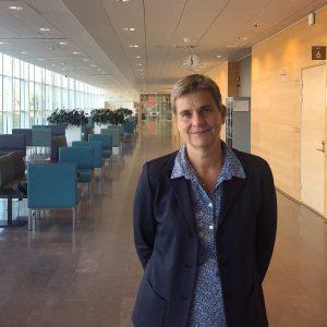 Fotografi av Helena Jäderholm i korridor